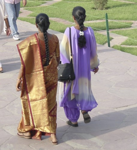 Two styles of saris (Credit: MCArnott)