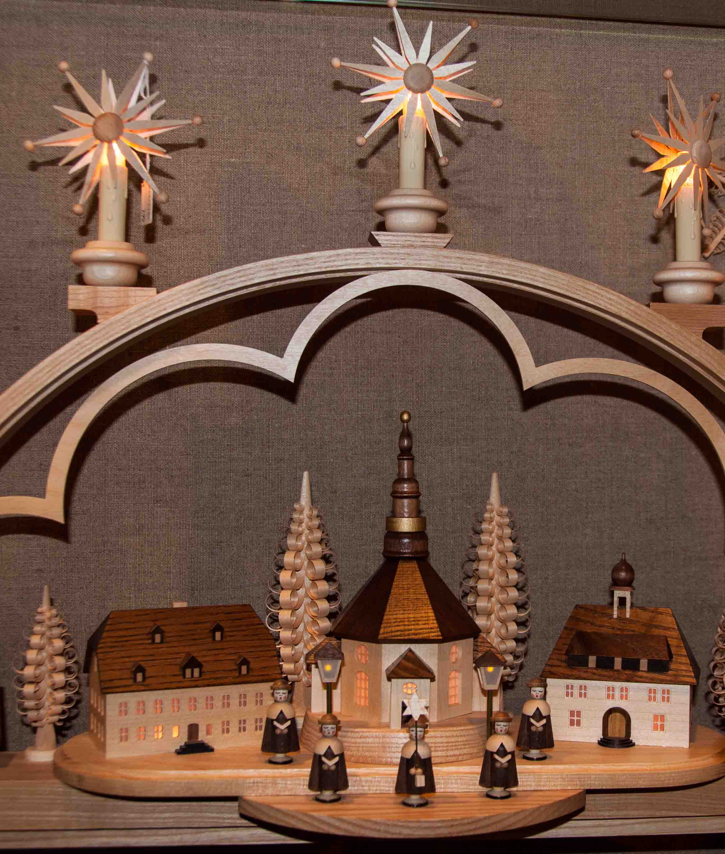 Shopping for christmas decorations in germany buckettripper for Arch candle christmas decoration