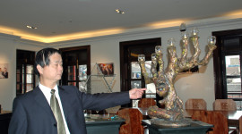 Docent Wang Wao Hua pointing to the Jewish Refugees Museum unique torah (©Roberta Sotonoff)