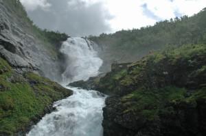 The Kjosfossen waterfall flies down the mountain (Roberta Sotonoff)