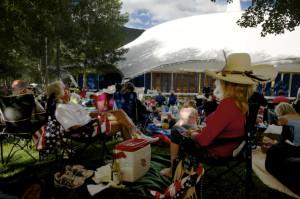 Picnic on Aspen festival's David Karetsky Lawn. Photo: Alex Irvin