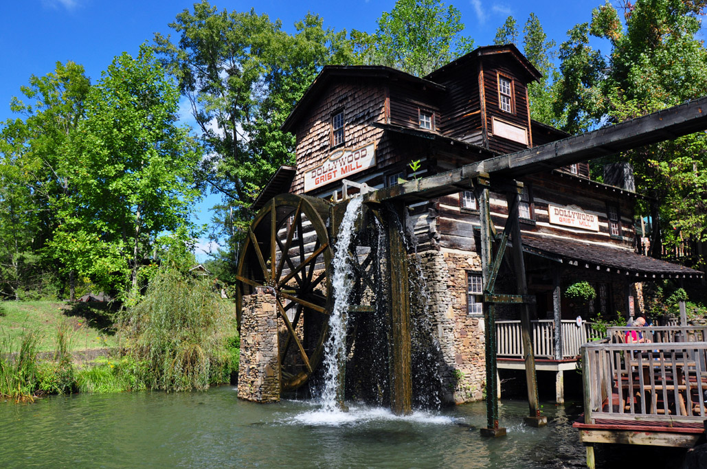 Immersing in Smoky Mountain Culture at Dollywood Theme ...