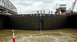 Panama-canal-locks-crossing-BT