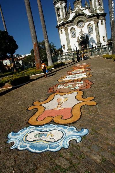 Flower Carpet in front of SF de Assisi church (©Coen Wubbels)