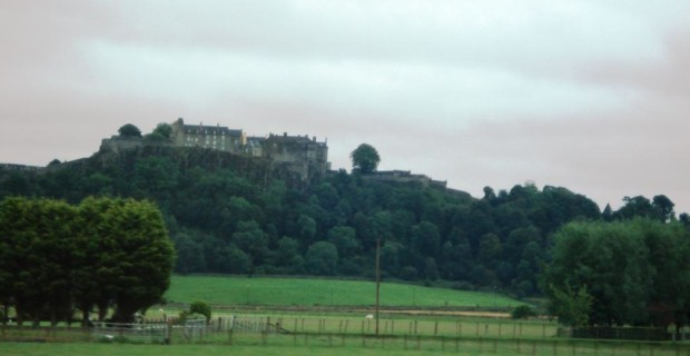 Stirling Castle sits high above the plain (photo credit: Ann Burnett c 2013)