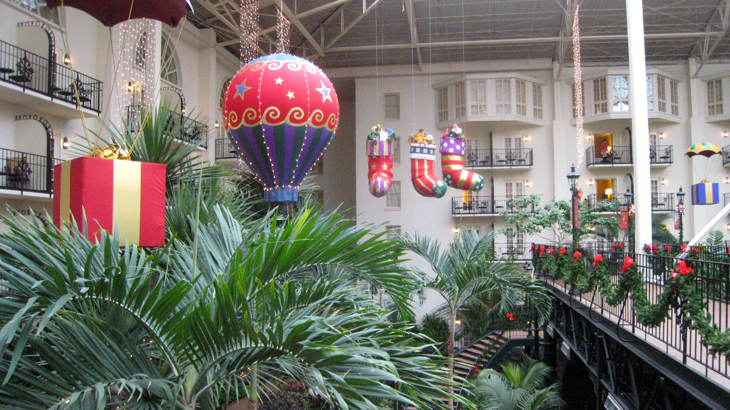 Daytime Christmas scenery at the Opryland (Photo credit: MCArnott)