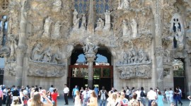 The entrance through the Passion facade (Ann Burnett)