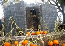 Halloween-style jail in the Joan of Arc Garden in Québec City (Photo: MCArnott)