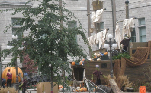 Samuel de Champlain's Halloween ship at Québec City Hall (Photo: MCArnott)