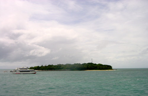 Passing by Green Island on the way to Norman Reef (Photo Credit: MCArnott)