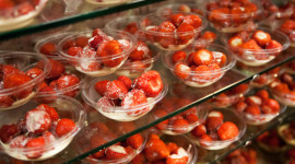Strawberries and cream are a tradition part of the Wimbledon experience. (photo credit: © AELTC)
