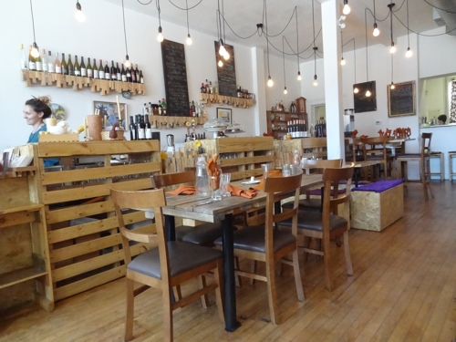 Monforte on Wellington is a great lunch stop (photo credit: Laura Byrne Paquet, c 2014).