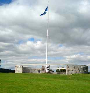 The Rotunda at Bannockburn with the Saltire Flying (photo credit: Ann Burnett 2014)